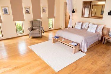 La chambre, spacieuse et confortable