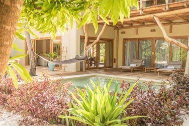 La piscine privée invite à la détente absolue