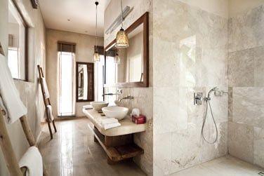 La vaste salle de bain