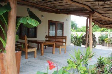 Terrasse et petit jardin privé de la Chambre Cinnamon
