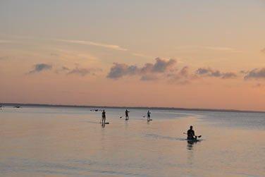 Explorez les eaux calmes de l'océan en kayak...
