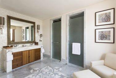 Salle de bain de la chambre principale