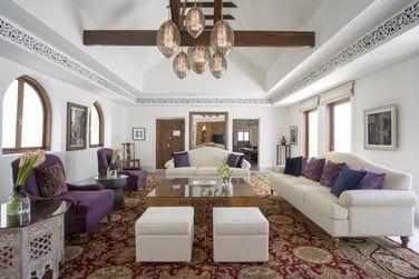 Le salon, confortable et spacieux
