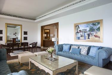 Le salon, vaste et élégant
