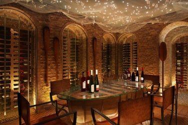 Dégustez quelques-uns des meilleurs vins du monde dans la cave à vins de l'hôtel