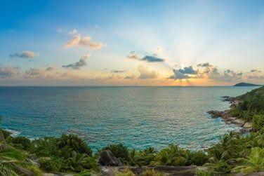 Tous les jours, vous pourrez admirer la beauté des couchers et levers de soleil à l'horizon...