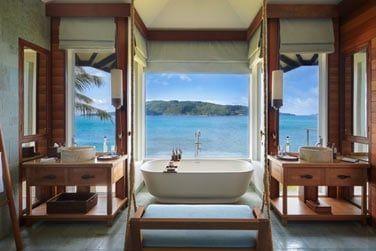 La salle de bain aussi offre une vue sur l'océan