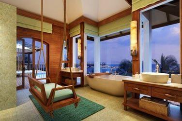 La salle de bain, spacieuse et raffinée