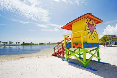 Situé sur la côte Est des Etats-Unis, partez à la découverte de la célèbre ville de Miami et ses plages mythiques !