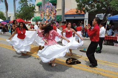 Laissez-vous entrainer par les airs de salsa à Little Havana !