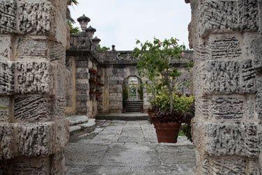 Admirez la beauté architecturale de la Villa Vizcaya, palais de l'âge d'or américain