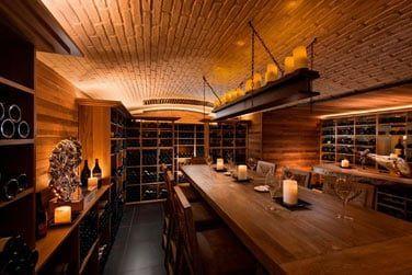 La cave à vins et à cigares satisfera les plus exigeants...