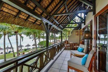 Le balcon confortablement aménagé de la suite Deluxe
