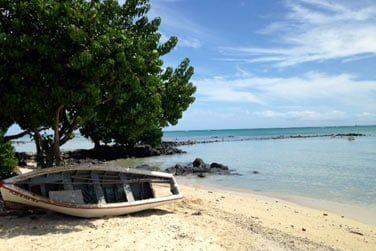 ... à seulement quelques pas de la belle plage de Mont Choisy