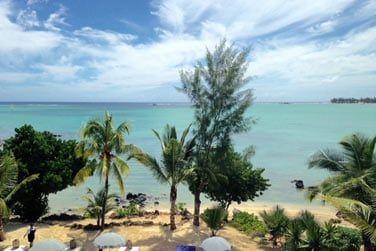 Bordé par un beau lagon turquoise...