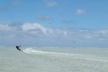 Ou encore le kitesurf, sport très prisé sur l'île !