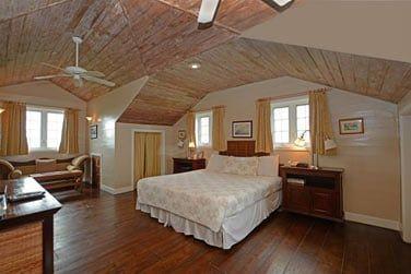 Une des chambres, au style raffiné et épuré