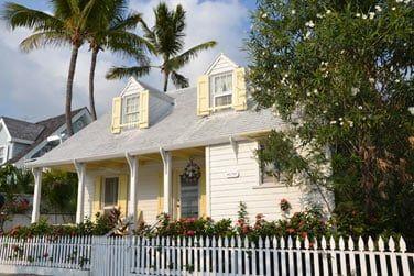 Belles maisons au style authentique bahaméen...