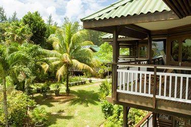L'établissement se compose de 52 chambres disséminées dans un beau jardin tropical