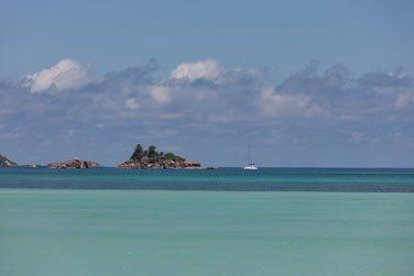 Vous voici à l'hôtel Acajou, structure de charme typiquement seychelloise