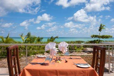 Le restaurant StarFish en front de mer, au bord de la piscine