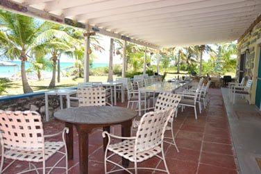 Dégustez un délicieux repas bahaméen au restaurant de l'hôtel !