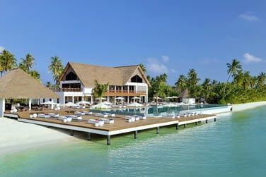le Mercure Maldives Kooddoo Resort.