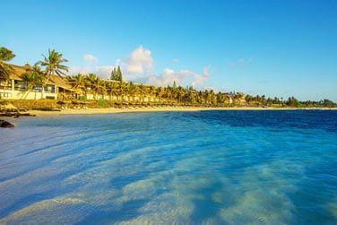 Baignez-vous dans les eaux turquoise du lagon...