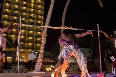 ... aux couleurs du Junkanoo, le carnaval des Bahamas.