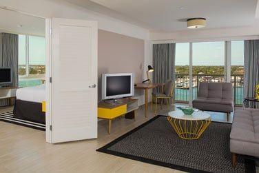 Ou une suite avec chambre et salon.
