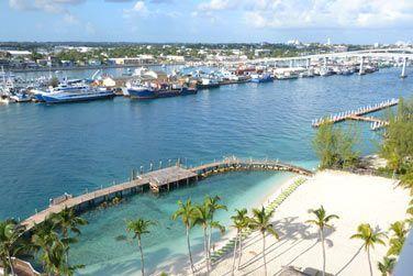 Face à la marina de Nassau.