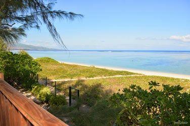 Située au bord de la plage de La Saline les Bains, bienvenue dans la charmante chambre d'hôtes La Villa de La Plage !