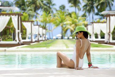Offrez-vous un moment de détente au bord  de la piscine