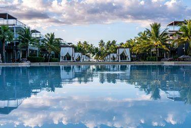La piscine extérieure de l'hôtel