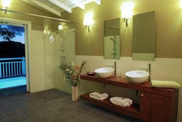Salle de bain de la Suite Jardin