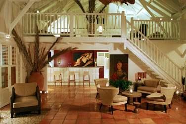 Cette maison d'hôtes pleine de charme vous accueille dans son grand salon pour les repas