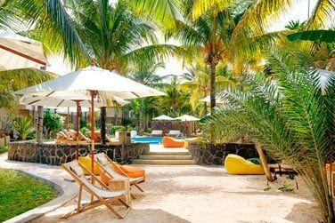 La piscine de l'hôtel, située au coeur des jardins vous promet des instants de détente sous le soleil mauricien