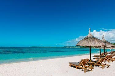 L'hôtel se situe au bord d'une magnifique plage de sable blanc sur la côte est de l'île Maurice
