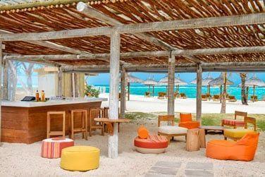 Rendez-vous au We Lounge Bar pour un cocktail les pieds dans le sable