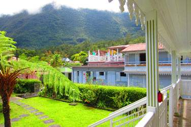 Tout dépend de la localisation de votre chambre , vous aurez vu sur le jardin ou les montagnes
