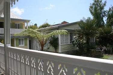 Ou dans la maison créole juste en face de l'hôtel (de l'autre côté de la petite route)