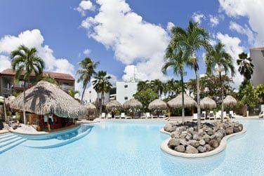 L'hôtel possède une très grande et belle piscine