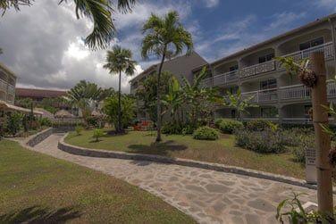 L'hôtel est situé à la Pointe du Bout à environ 500 m de la plage de l'Anse Mitan