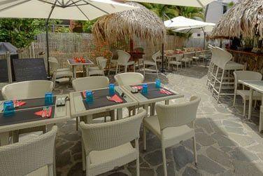 Bienvenue au Palm Bar pour siroter des cocktails tropicaux