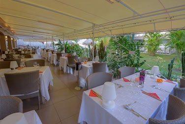 Le restaurant est ouvert sur l'extérieur