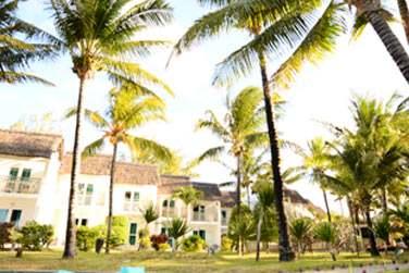 L'hôtel est niché au coeur d'un jardin tropical