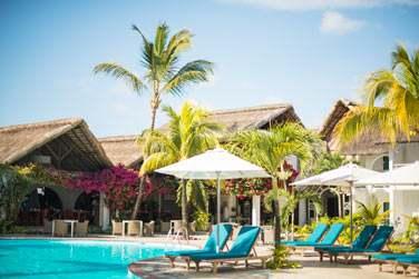 Il fait bon se reposer au bord de la piscine de l'hôtel... Sous le soleil mauricien
