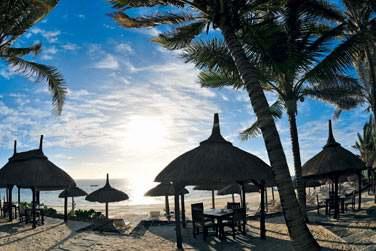 Ce petit hôtel de charme est situé sur la côte est de l'Ile Maurice, en bordure d'une très belle plage de sable fin