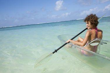 Profitez du lagon ! Embarquez à bord d'un kayal transparent et admirez les fonds marins