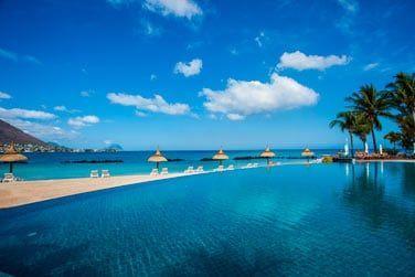 L'hôtel bénéficie d'une situation exceptionnelle avec la vue sur la colline de Tamarin